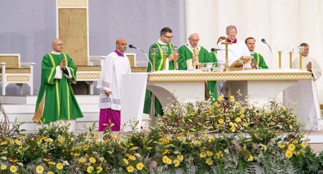 Marijonų gimnazijos bendruomenė susitiko su popiežiumi Pranciškumi