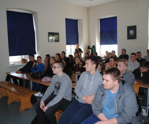 ISM vadybos ir ekonomikos universiteto studentų vizitas gimnazijoje