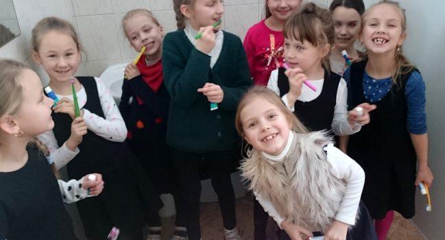 Mokomės teisingai prižiūrėti dantukus