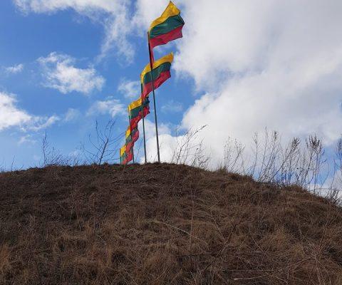 Gimnazistai Kovo 11-ąją minėjo pėsčiųjų žygyje
