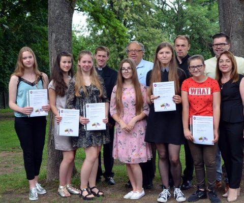 Juozo Giedraičio fondo stipendijos Marijonų gimnazijos moksleivėms