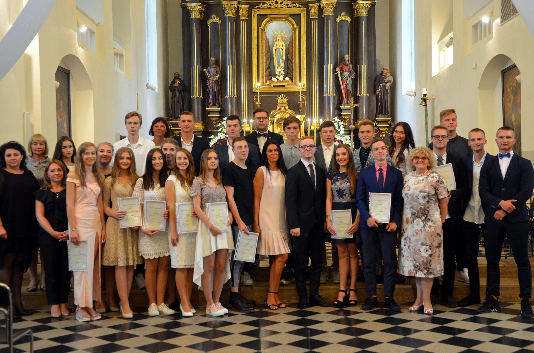 XV laidos abiturientų Brandos atestatų įteikimo šventės akimirkos