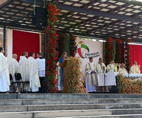 Marijonų gimnazistai – katalikiškų mokyklų sąskrydyje Šiluvoje