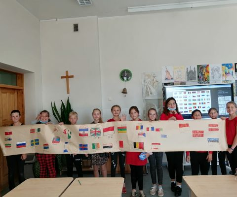 """Projektas """"The way to the world through the languages"""""""