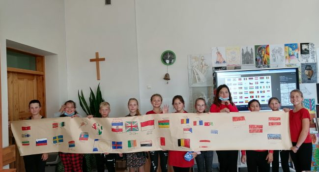 "Projektas ""The way to the world through the languages"""