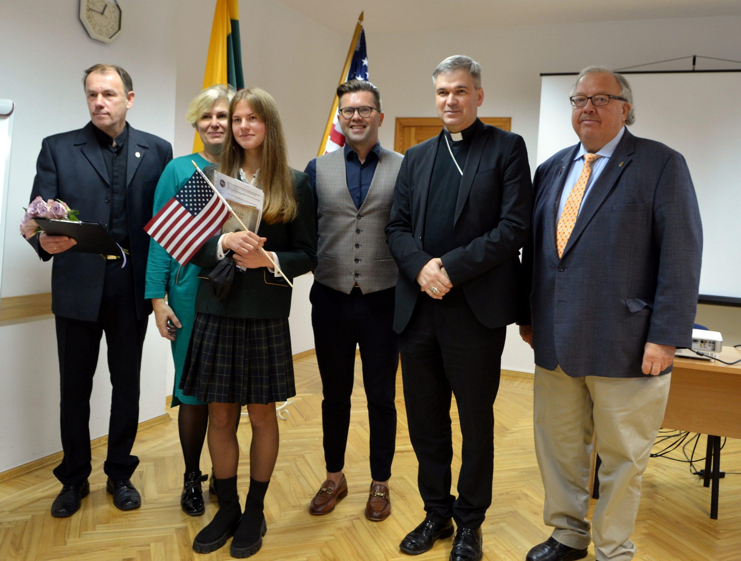 J.Giedraičio Tautos fondo stipendijų įteikimas Marijonų gimnazijoje